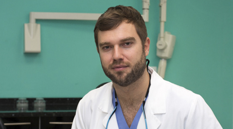 DR. Enrique Lopez